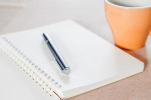 Notizbuch mit einer Kaffeetasse