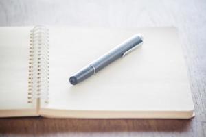 Stift mit einem Notizbuch foto