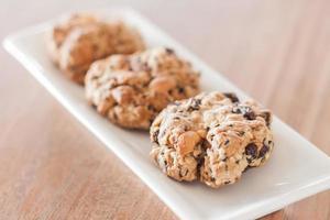 gesunde Kekse auf weißem Teller