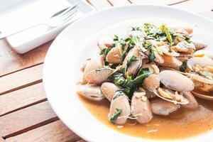 Muscheln auf einem Teller
