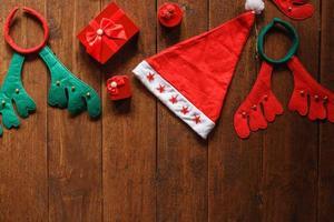 Weihnachtsmütze und Rentierohren foto