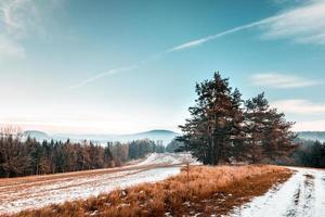 schneebedeckte Berge in der Tschechischen Republik