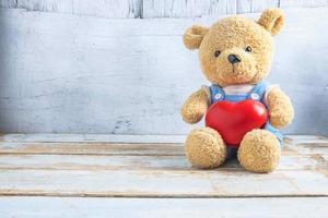 Valentinstag Teddybär mit Herz foto