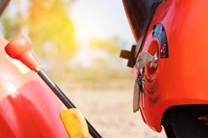 Traktor und Schlüssel mit weichem Licht foto