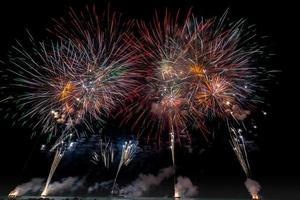 buntes Feuerwerk am Himmel foto