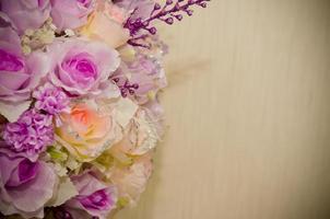 Blumenstrauß auf weißem Hintergrund