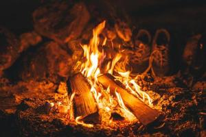 Lagerfeuer in der Nacht