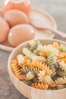 Schüssel Nudeln mit Eiern