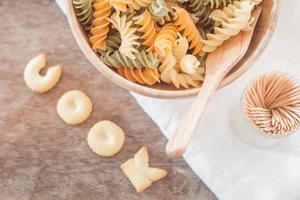 Kekse mit Fusili-Nudeln kochen