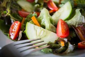Nahaufnahme von frischem Gemüsesalat foto