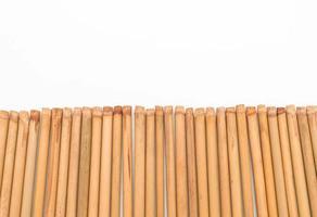 Bambus Essstäbchen auf weißem Hintergrund foto