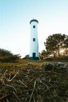 schöner weißer und blauer Leuchtturm
