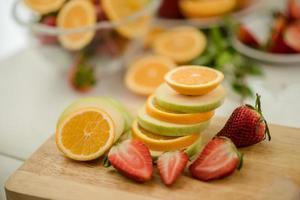eine Vielzahl von frischem Obst