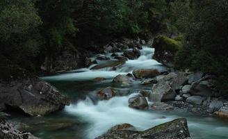 Langzeitbelichtung Foto des Flusses