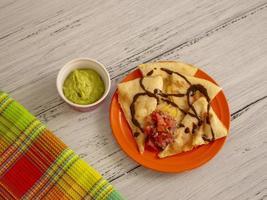 Weizentortilla gefüllt mit Käse