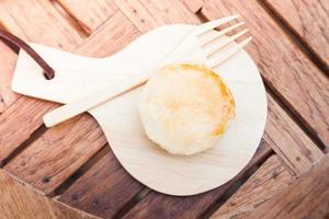 Draufsicht auf einen Mini-Käsekuchen