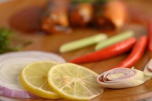 Nahaufnahme und selektiver Fokus mit Kochzutaten