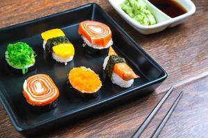 Teller mit Sushi foto