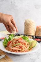 Thai Papaya Salat und Zutaten