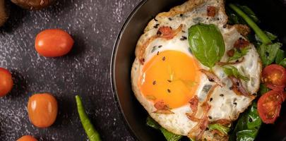 Frühstück mit Spiegeleiern