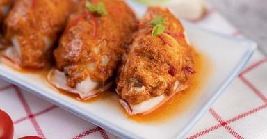 Chu Che Tintenfisch mit Frühlingszwiebeln, Tomaten, Zitrone und Chili
