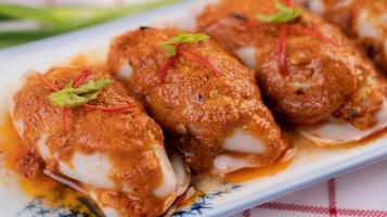Chu Che Tintenfisch mit Frühlingszwiebeln und Zitronen