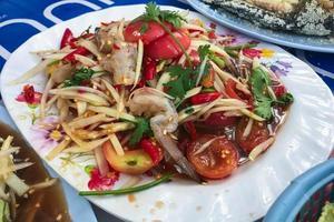 Salat auf einem Teller foto