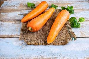 Karotten auf Stoff