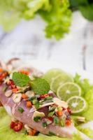 würziges Zitronen-Tintenfisch-Gericht