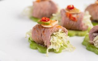 würziger zarter Limettenschweinefleischsalat