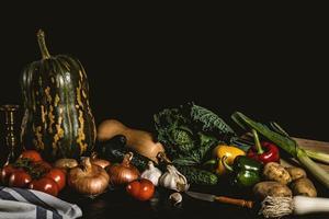 Stillleben mit verschiedenem Gemüse und Gemüse