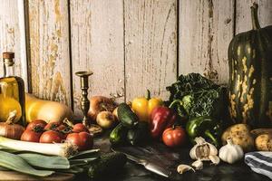 Stillleben mit verschiedenem Gemüse