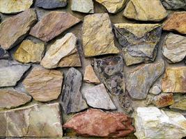 bunte Steinmauer