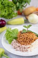 gebratene Nudeln mit gemischtem Gemüse