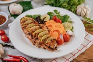 In Scheiben geschnittenes gegrilltes Gourmet-Huhn