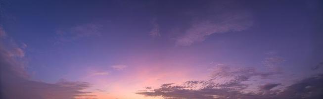 der Himmel bei Sonnenuntergang