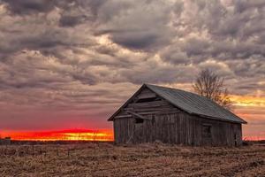Holzhaus bei Sonnenuntergang
