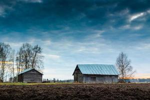 Holzhäuser auf dem Land