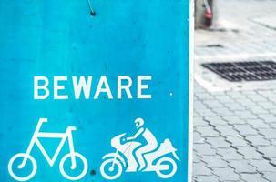 Vorsicht Radfahrer unterschreiben