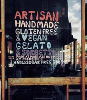 London, Großbritannien, 2020 - Bäckerei Zeichen auf Glas foto