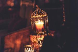 Lichter in Metallkäfigen foto