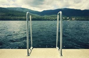 Lenker zu einem Schwimmbad foto