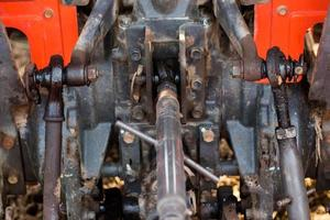 Rückansicht landwirtschaftlicher Traktor. Traktorgetriebe.