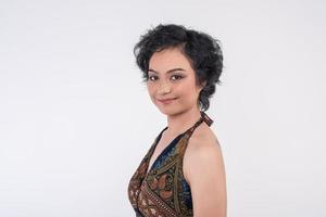 Porträt einer schönen Frau auf einem weißen Hintergrund