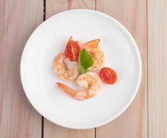 ein einfacher Teller mit Garnelen