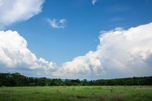 Landschaft in Thailand mit Regenbogen