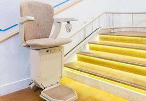 Treppenlichter in der Nähe von Sessellift foto