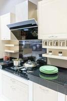 schwarze Küchentheke