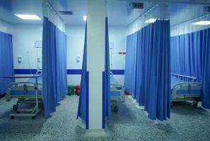 Betten im Krankenhaus oder in der Klinik foto