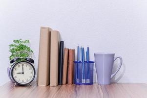 Bücher auf dem Schreibtisch